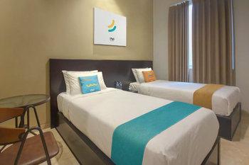 Sans Hotel Empress Simpang Lima Semarang - Deluxe Twin Room 2N Minimum Stay Promo