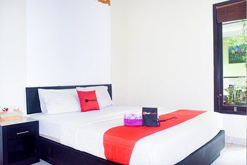 RedDoorz near Ngurah Rai Airport Bali - RedDoorz Room Basic Deals Promotion