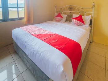 OYO 2269 Hotel Astika Ambon - Standard Double Room Last Minute Deal