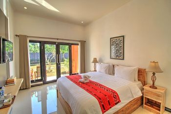 JnJ Guest House Bali - Deluxe Double or Twin Room with Pool View Regular Plan