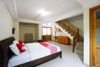 OYO 1429 Bastiana Residence Manado - Deluxe Double Room Regular Plan