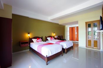 OYO 1429 Bastiana Residence Manado - Deluxe Twin Room Regular Plan