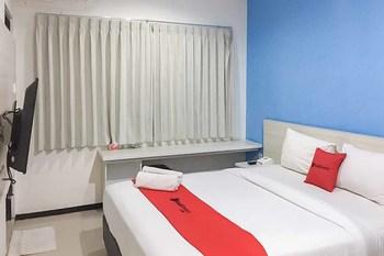 RedDoorz Plus @ Panorama Villa Batu Malang - RedDoorz Premium Room  Special Promo 11