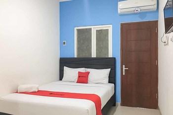 RedDoorz Plus @ Panorama Villa Batu Malang - RedDoorz Room Special Promo 11
