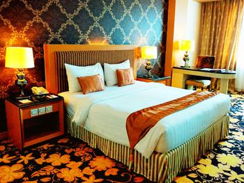 Grand Rocky Hotel Bukittinggi - Deluxe King Room Only Regular Plan