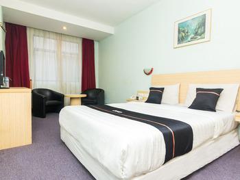 OYO 2065 Holly Sentosa Hotel