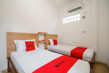 RedDoorz Syariah near Lahat Station Lahat - RedDoorz Twin Room Best Deal