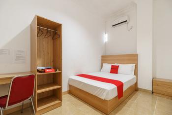 RedDoorz Syariah near Lahat Station Lahat - RedDoorz Room Best Deal