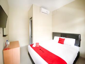 RedDoorz Syariah @ Simpang Borobudur Borobudur - RedDoorz Room Last Minute Deal
