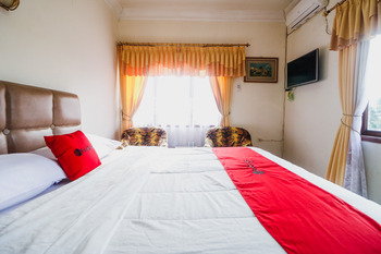 RedDoorz @ Cibogo Puncak Bogor Bogor - RedDoorz Premium with Breakfast Regular Plan
