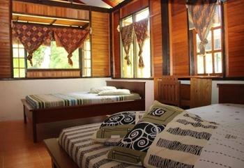Lorenso Cottage Manado - Standard Room 4 Person Regular Plan