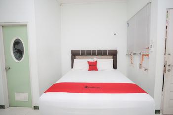 RedDoorz near Bundaran Kecil Palangkaraya Palangka Raya - RedDoorz Room with Breakfast KETUPAT