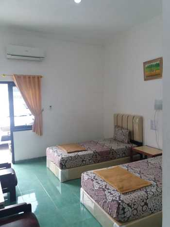 Ideal Home Tegal Tegal - Deluxe Room Regular Plan