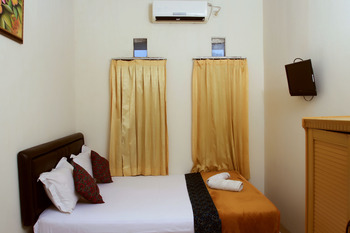 Unique Guest House Bandung - Double Superior AC 20% For Stay 5 Nights