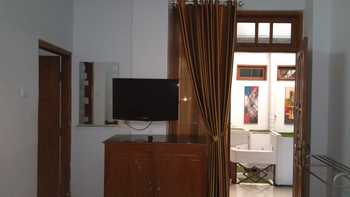 Hotel Indah Malioboro Yogyakarta - Family Room 1 Regular Plan