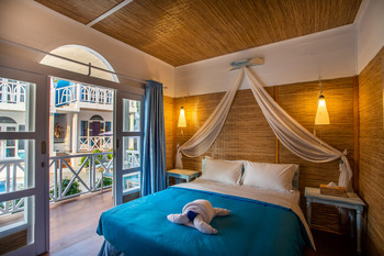 Santorini Beach Resort Lombok - Deluxe Room Regular Plan