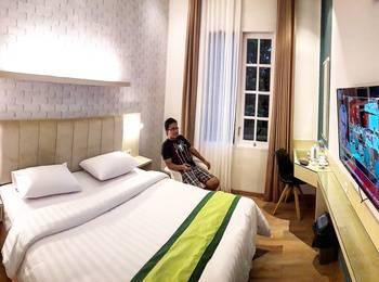 Hotel Wisata Niaga Campus Purwokerto - Family Triple - Room Only Regular Plan