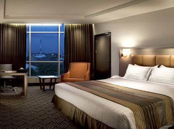 Cavinton Hotel Yogyakarta - Deluxe Room With Breakfast Regular Plan
