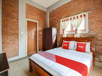 OYO 3896 Villa Pesona Wisata Puncak Cianjur - Suite Double Early Bird Deal