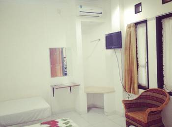 Suryalaya Inn Guest House Bandung - Deluxe Room Regular Plan