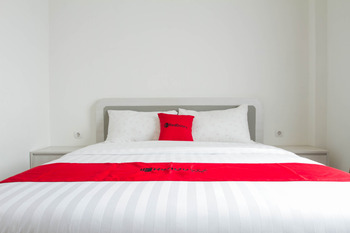 RedDoorz Plus near Jatinangor Town Square 2 Sumedang - RedDoorz Room with Breakfast Regular Plan