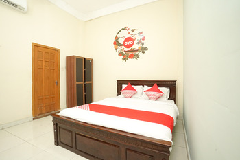 OYO 475 Kartika Syariah Homestay Surabaya -  Standard Double Room Regular Plan