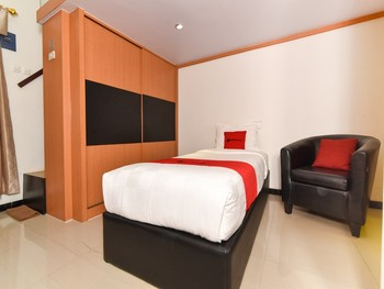 RedDoorz near Batu Kapala Beach Kupang Kupang - RedDoorz Twin Room Basic Deal