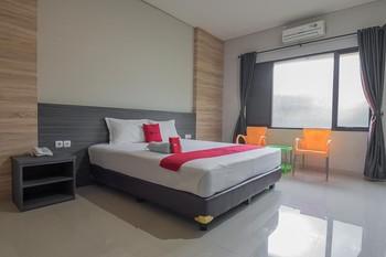 RedDoorz Premium @ Fafa Hills Resort Puncak Bogor - RedDoorz Room Basic Deal