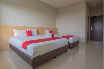 RedDoorz Premium @ Fafa Hills Resort Puncak Bogor - RedDoorz Family Room Basic Deal
