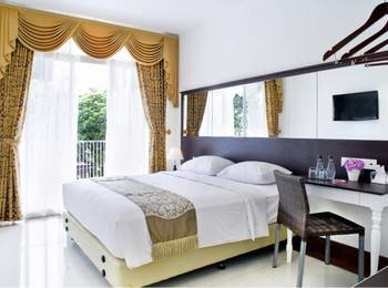 The Victoria Luxurious Guest House Bandung - DELUXE DOUBLE BALCONY ROOM MARC&APRL