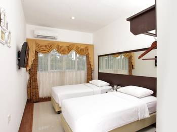 The Victoria Luxurious Guest House Bandung - DELUXE TWIN ROOM Regular Plan