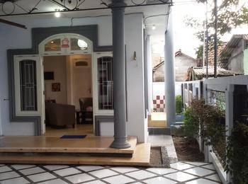 Ndalem Gorongan Guesthouse Yogyakarta - Paket Keluarga (4 Kamar Tidur) Regular Plan