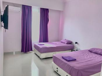 Tiara Guest House by RedDoorz Samarinda - Twin Room AP 1