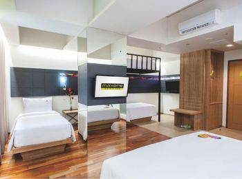 MaxOneHotels at Dharmahusada  Surabaya - Love Room BIG DEAL PROMO