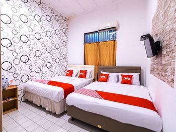 OYO 1421 Kasmaran Guest House Syariah Jakarta - Suite Family Regular Plan
