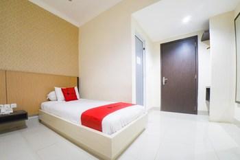 RedDoorz @ Boulevard Panakkukang Mas Makassar - RedDoorz Deluxe Room Regular Plan