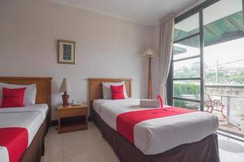 RedDoorz plus near UPI Setiabudi Bandung - RedDoorz Twin Room 24 Hours Deal