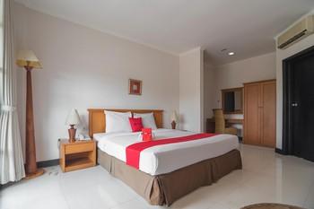 RedDoorz plus near UPI Setiabudi Bandung - RedDoorz Suite Room Regular Plan