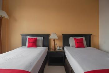RedDoorz plus near UPI Setiabudi Bandung - RedDoorz Deluxe Twin 24 Hours Deal