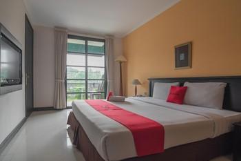RedDoorz plus near UPI Setiabudi Bandung - RedDoorz Room 24 Hours Deal