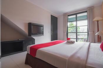 RedDoorz plus near UPI Setiabudi Bandung - RedDoorz Deluxe Room 24 Hours Deal