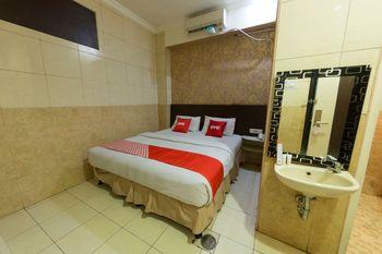 OYO 1702 Harmoni Inn Makassar Makassar - Deluxe Double Room Regular Plan