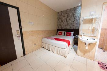 OYO 1702 Harmoni Inn Makassar Makassar - Standard Double Room Regular Plan