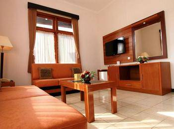 Karang Sentra Hotel Bandung - Grand Cottage With Breakfast Regular Plan