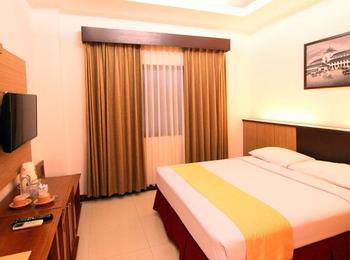 Karang Sentra Hotel Bandung - Standard Room With Breakfast Regular Plan