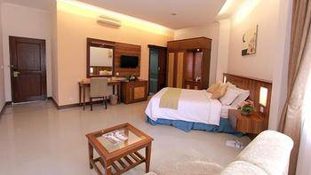 Karang Setra Hotel & Cottages Bandung - Deluxe King Room Only Regular Plan