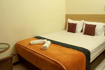 Bantal Guling Alun Alun Bandung - Double Standard AC Shared Bathroom 20% For Stay 5 Nights