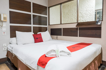 RedDoorz near WaterBoom Lippo Cikarang Bekasi - RedDoorz Premium Room Basic Deal