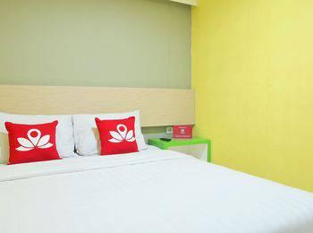 ZenRooms Gubernur Suryo Surabaya - Double Room Only Regular Plan