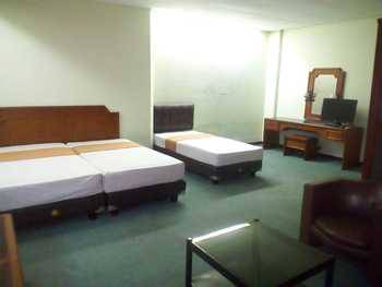 Hotel Istana Bandung Bandung - Superior Triple Family Room With Breakfast  Regular Plan